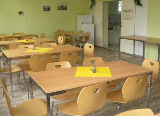 In diesen Räumen kann gegessen oder bei Schlechten Wetter gespielt oder gelernt werden.