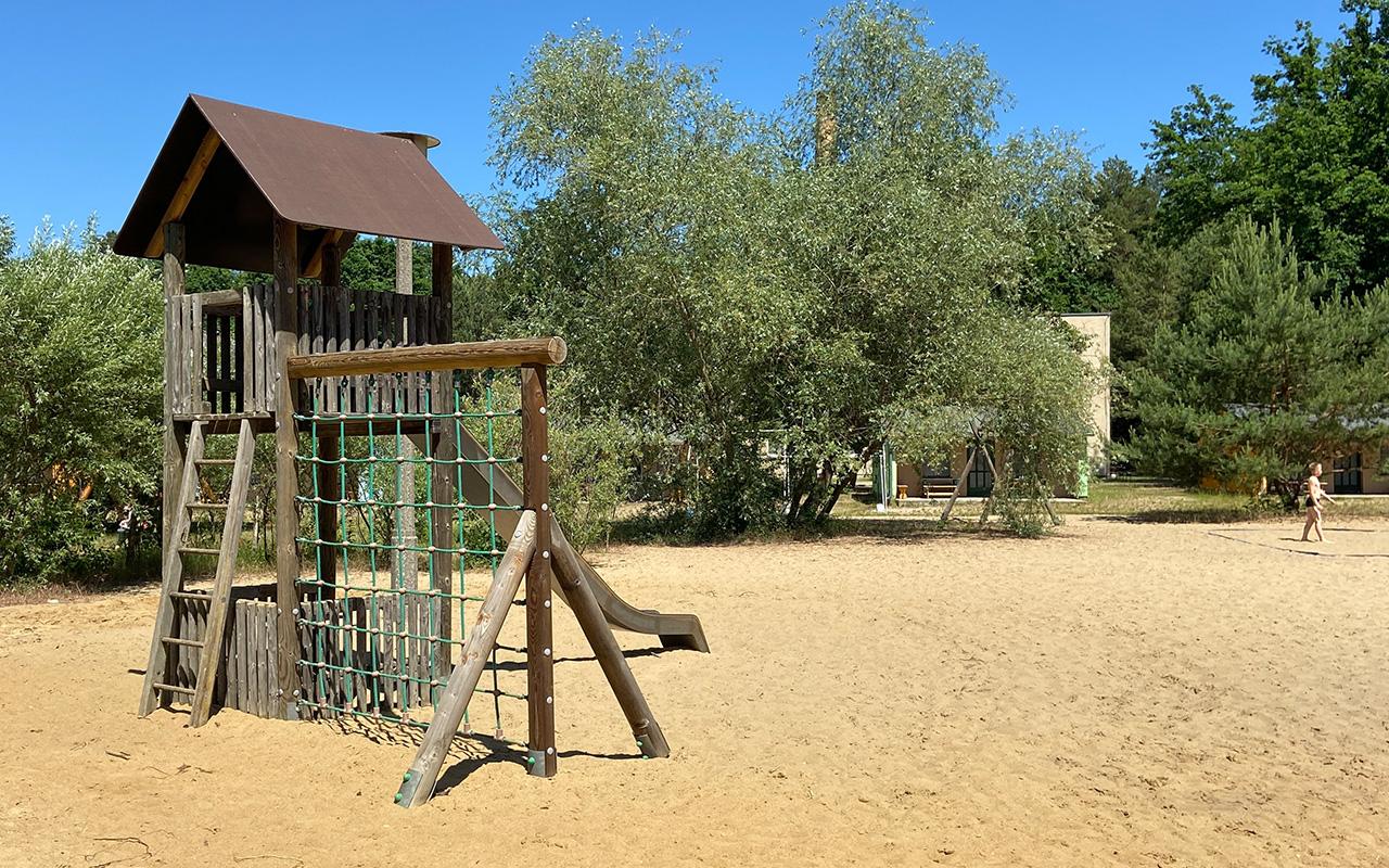 Spielplatz mit Sandstrand